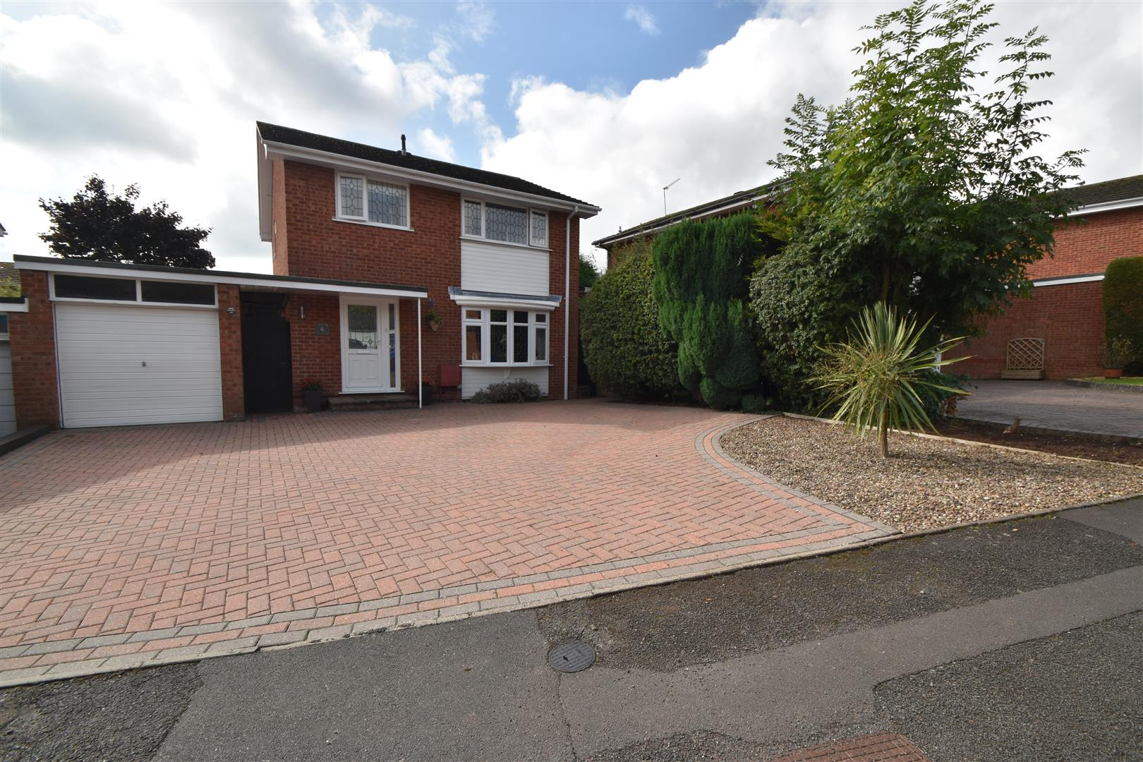 4 Bedrooms Link Detached House for sale in Leycroft, Droitwich